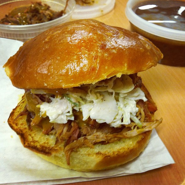 Pulled Pork Sandwich Southern Style