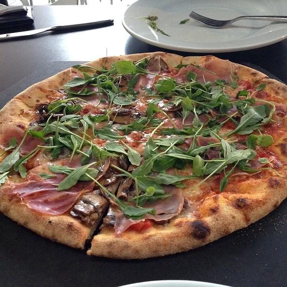 fiori pizza @ Hot Italian