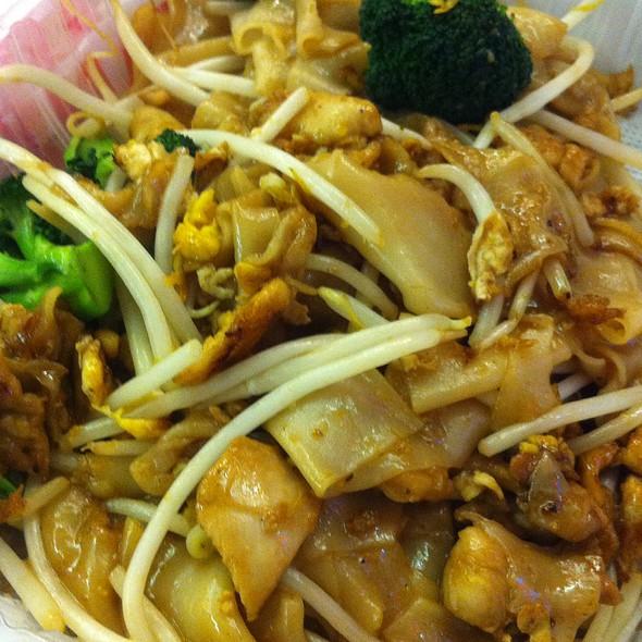 Pad See Ew @ Thai Basil Cuisine