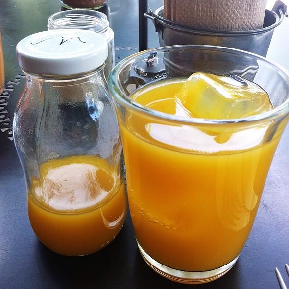 Mango And Maracuya Juice @ Delirio