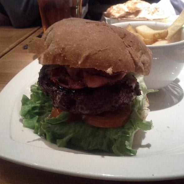 Nicholson's Classic Beef Burger @ Bear & Staff