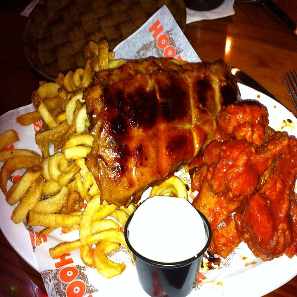 Ribs & Wings @ Hooters
