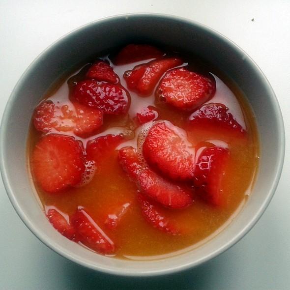 Strawberries with fresh orange juice @ Churchilita solita