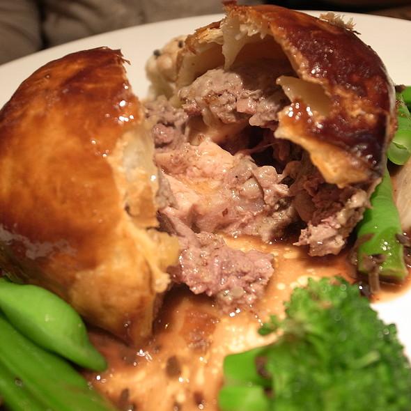 牛肉とフォアグラのパイ包み焼き @ エテ(ete)