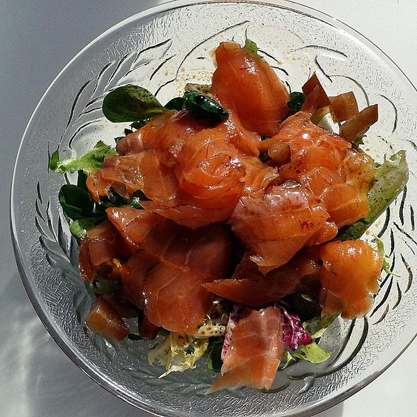 Smoked Salmon Salad @ Churchilita solita