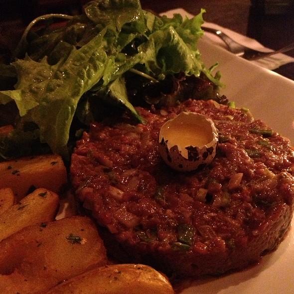 steak tartare @ Robin des Bois