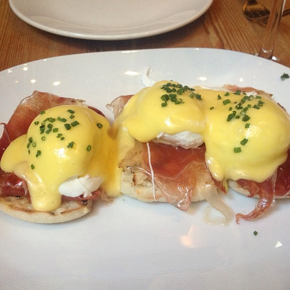 Eggs Benedict @ Beauty & Essex