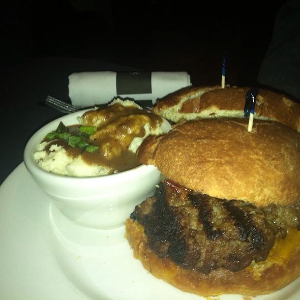 Bacon Cheeseburger @ Bistro Byronz