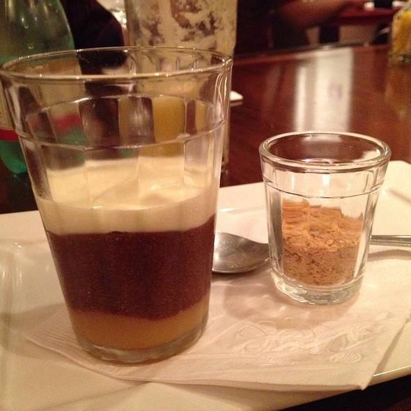 Ganache De Chocolate Com Cupuaçu E Farofa De Castanha Do Pará  @ Le Bou