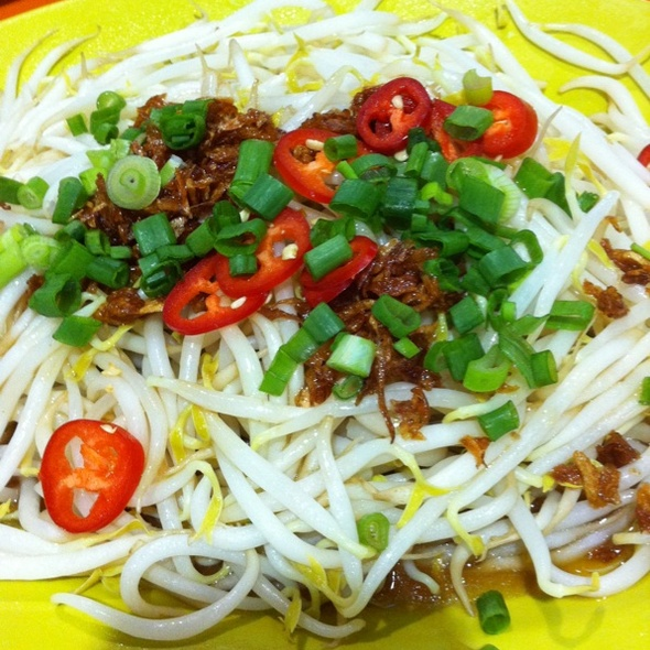 Ipoh beansprouts @ Tian Tian Hainanese Chicken Rice