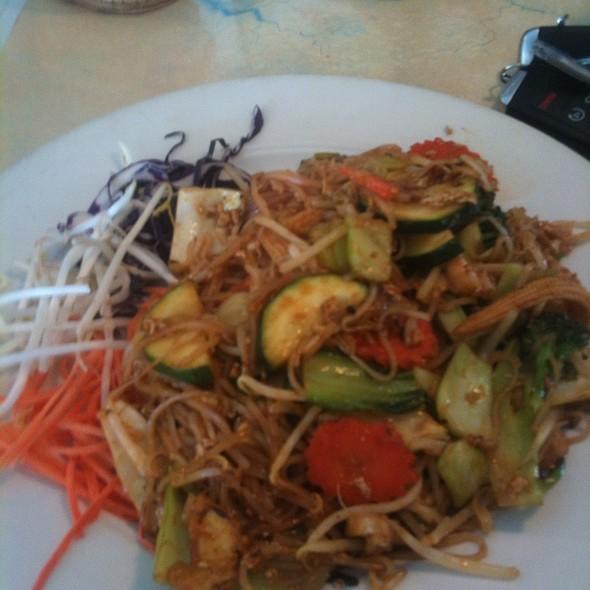Pad Thai @ George's Thai Bistro