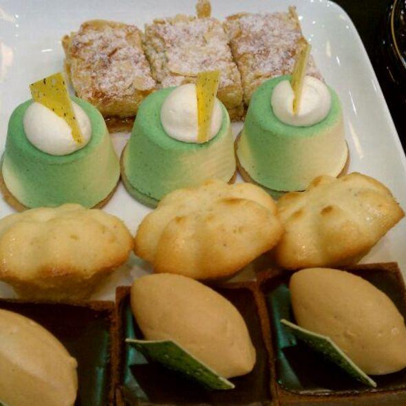 Dessert @ Walt Disney World Dolphin, A Sheraton Hotel