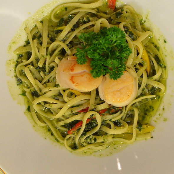 Seared Hokkaido Scallop with Linguine in Home Made Pesto (Herbs and Nuts) Sauce @ Niji Bistro, Noritake - Gifts