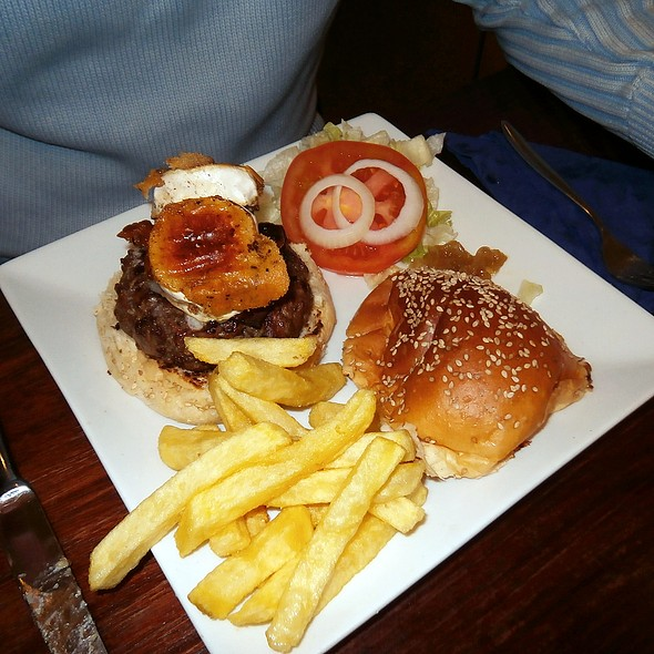 Goat Cheese Burger @ Mad café