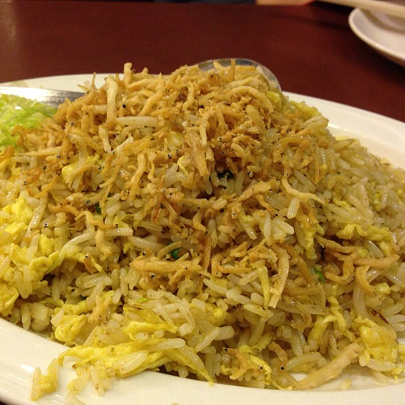 Fried Rice With Silver Fish & Bean Sprout @ Long Beach King Seafood