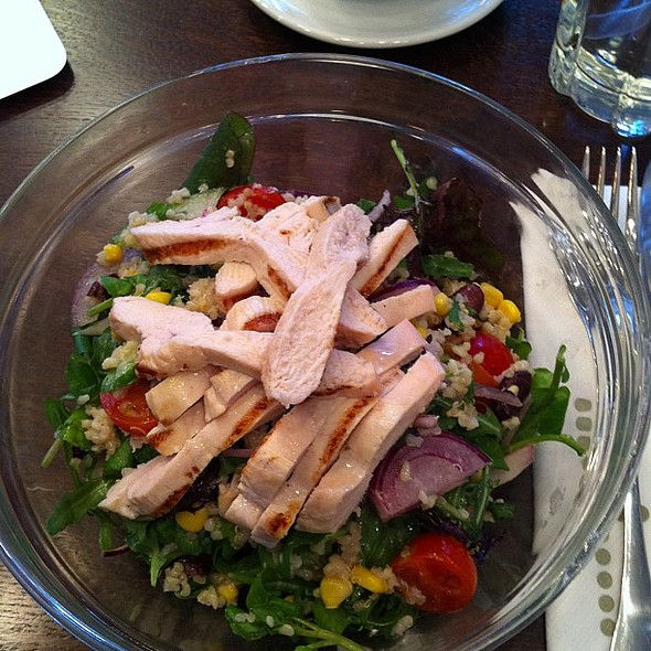 Superfood Salad With Chicken @ Harrison's