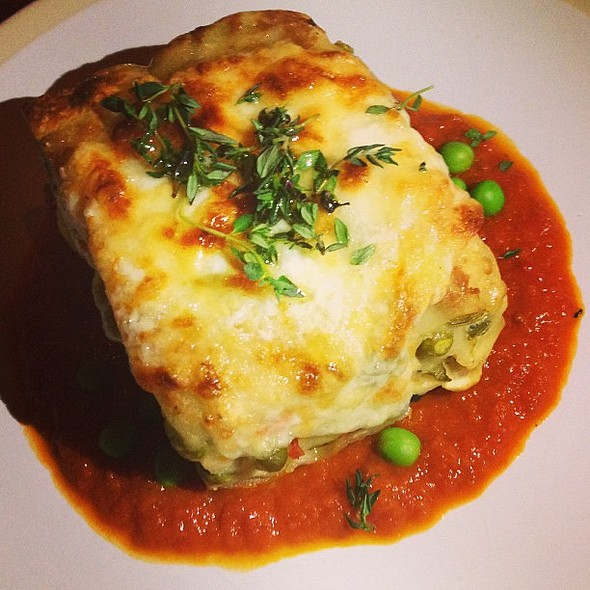 Vegetable lasagna at . Really good  @ Unter