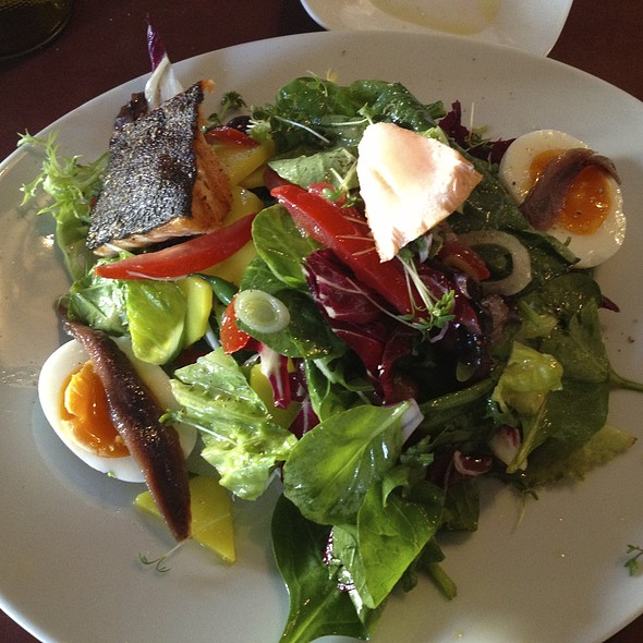 Salad Nicoise @ Gaststätte Bar Olio