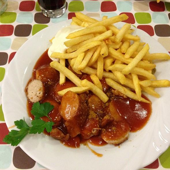 Currywurst Und Pommes @ Profi-Grill