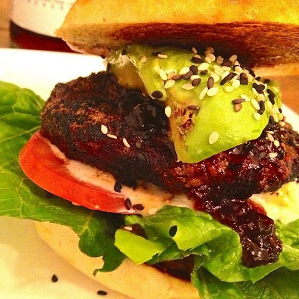 Burger with Avocado @ Die Fette Kuh