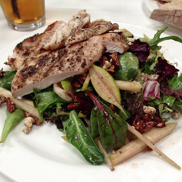 Pear & Gorgonzola Salad w/grilled Chicken - Paradiso, San Leandro, CA