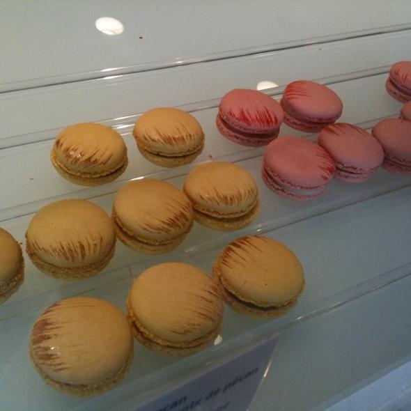 Macarons @ Paulette Macarons
