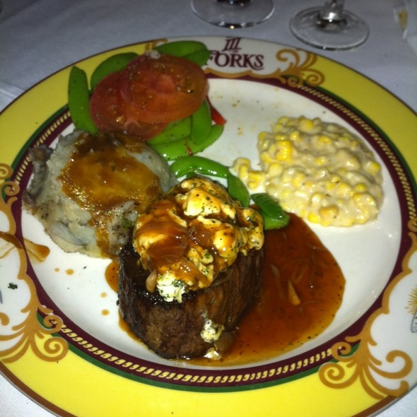 Filet With Garlic-Blue Cheese Crown @ III Forks