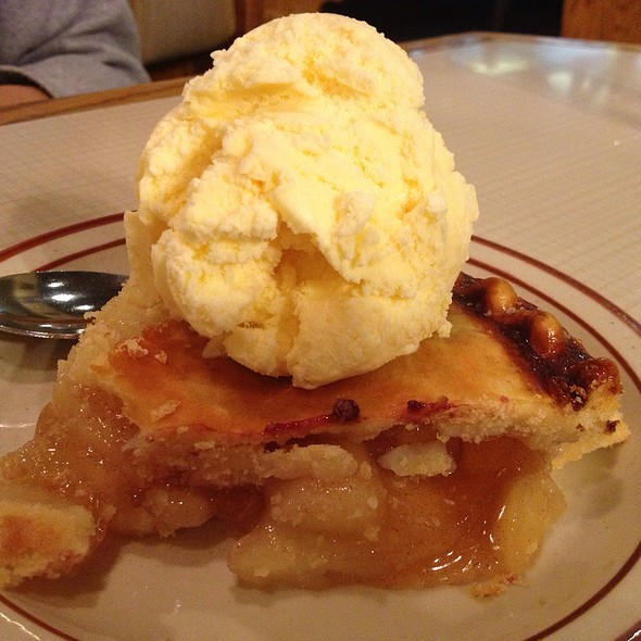 Apple Pie @ First Street Family Restaurant