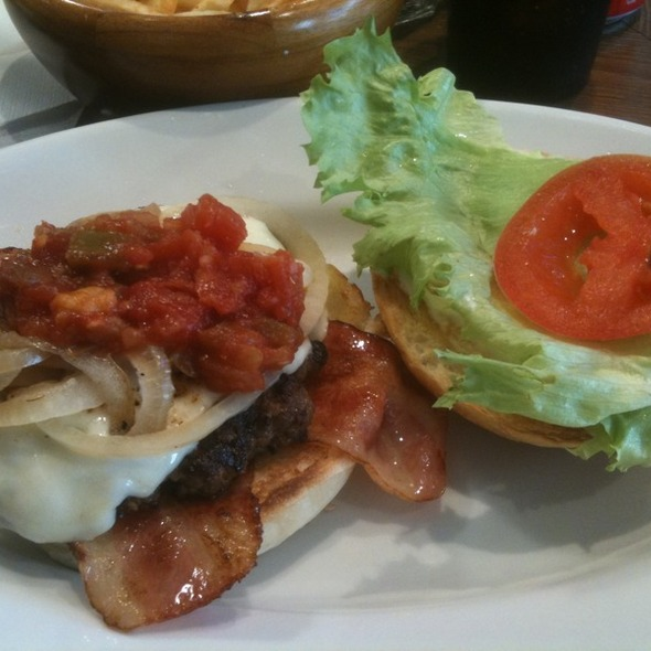 Hugburger w Bacon @ Hug Burger