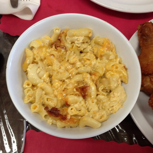 Mac and Cheese @ Dare U Too Care Grill