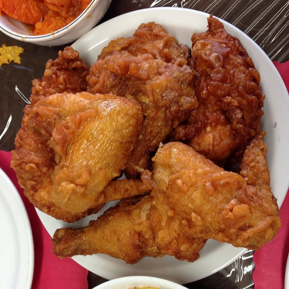 fried chicken @ Dare U Too Care Grill