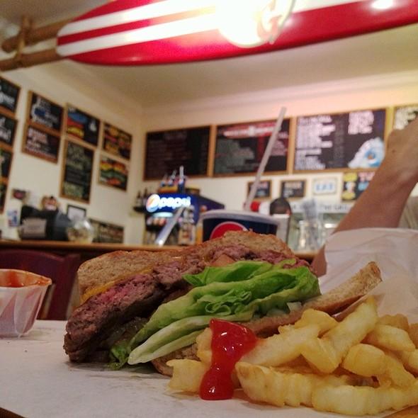 Prather Ranch Cheeseburger @ M&G Burgers