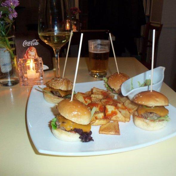 hamburguesa MasQueSea @ Carmencita Bar