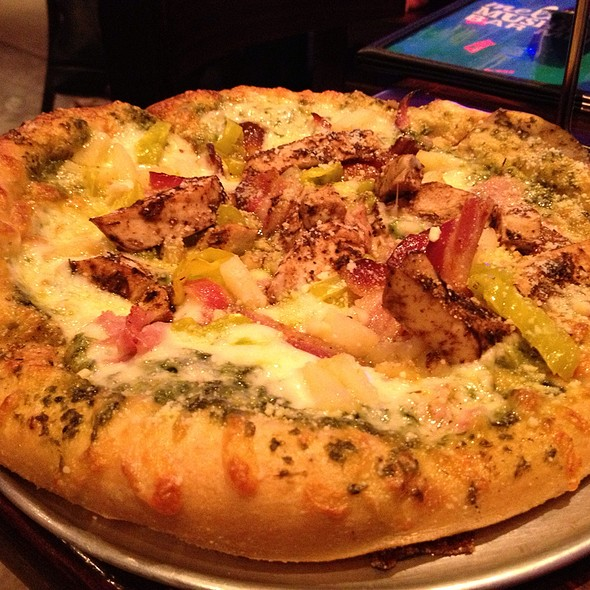 Maui Wowie Pizza @ Mellow Mushroom Germantown