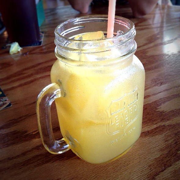 Jack's Honey Lemonade @ Quaker Steak And Lube