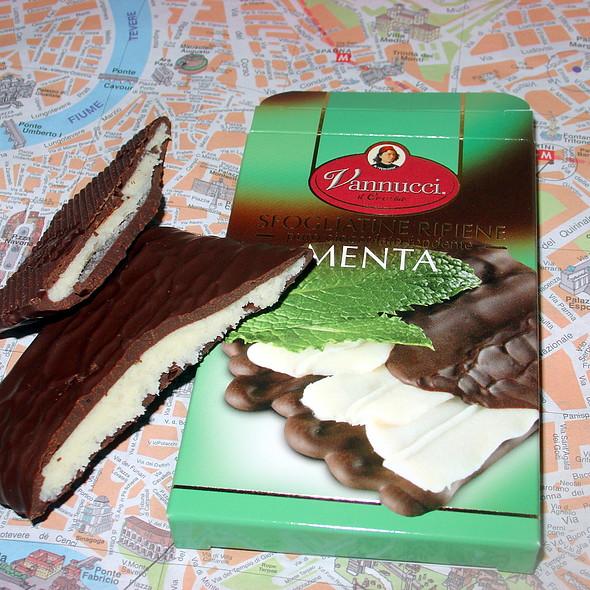 Mint Filled Chocolate Bar @ Palombi