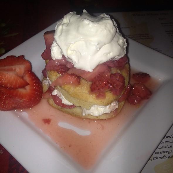 Old Fashioned Strawberry Shortcake @ Oak Street Bistro