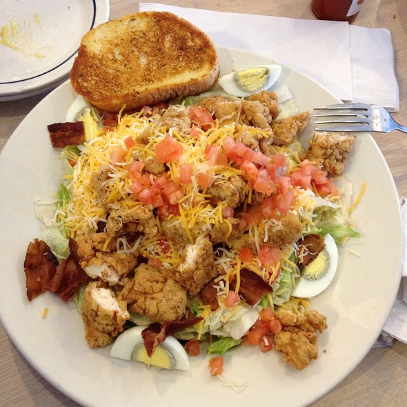 Crispy Chicken Salad @ International House Of Pancakes