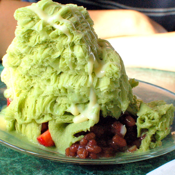 Green Tea Shaved Ice with Red Bean, Mochi, and Strawberry