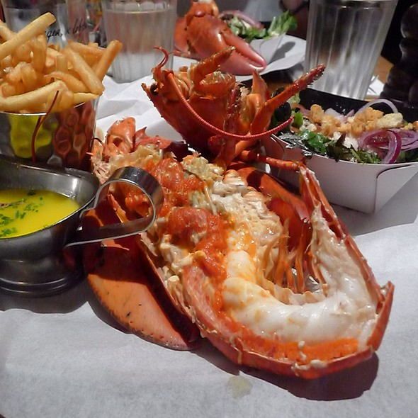 Grilled Lobster With Garlic Butter Sauce