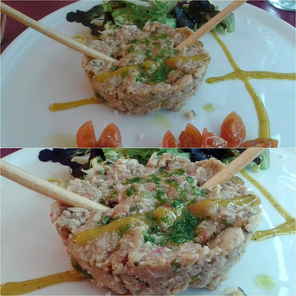 Swordfish, tuna, shark and surimi tartare dressed with honey and apple mustard @ Finos y Finas