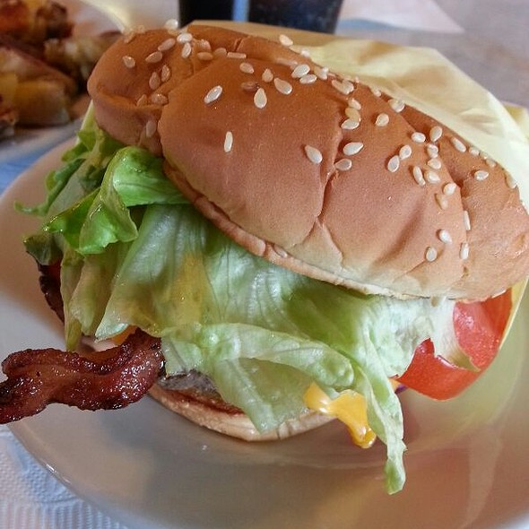 Bacon Cheesebuger @ Happy Jack's Pie 'n Burger