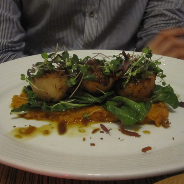 Scallops and mashed sweet potatoes @ Art and Soul Restaurant