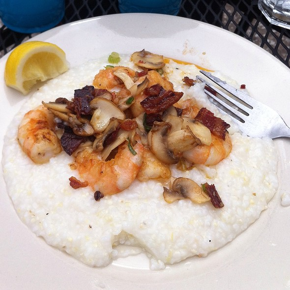 Shrimp and Grits @ Hominy Grill