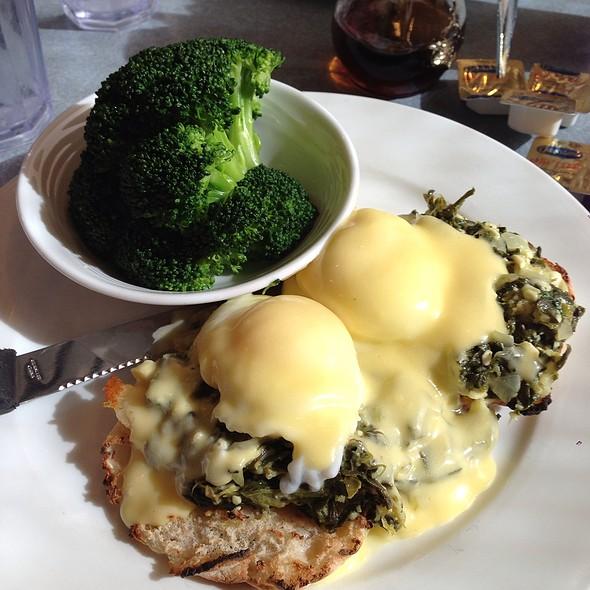 Eggs Florentine @ Gemini Diner