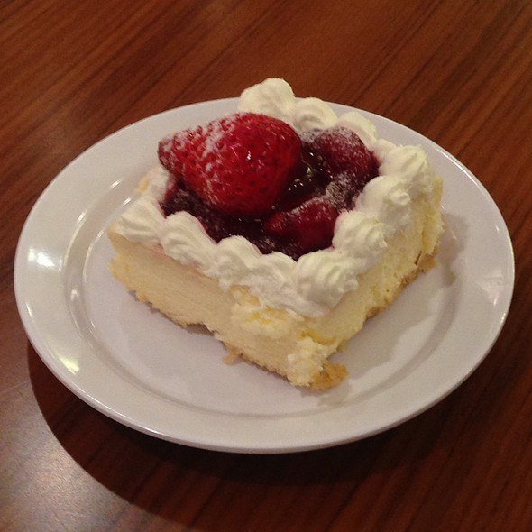 Strawberry Cheesecake @ Patiserrie - Solaire Hotel And Casino