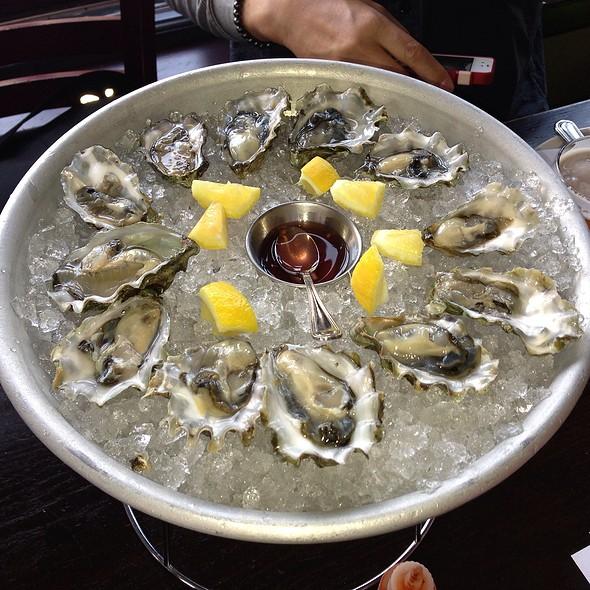 Oysters @ Hog & Rocks