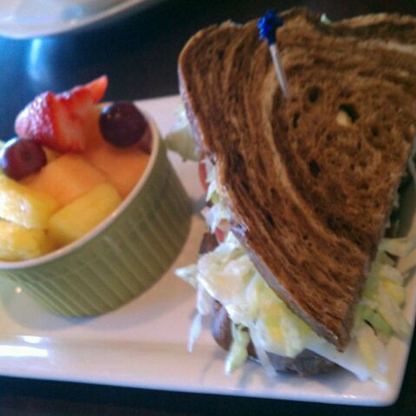 Roast Beef With Fruit At Picnikins Patio Cafe
