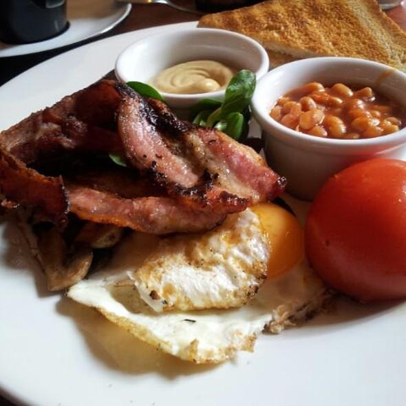 English Breakfast @ Moment Cafe Bar & Music