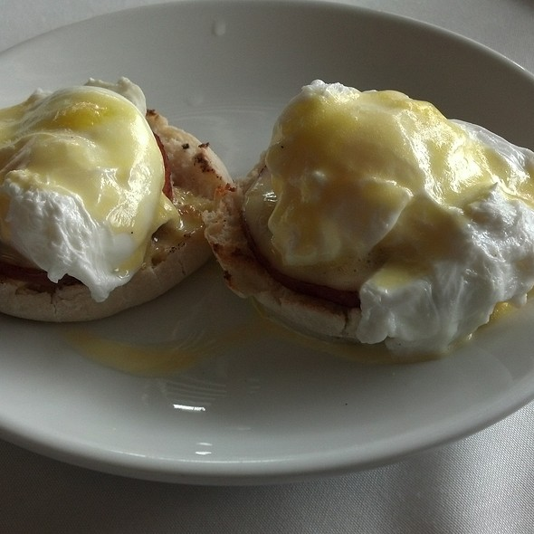 Eggs Benedict - The Brick Hotel & Restaurant, Newtown, PA
